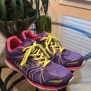 Athletic ladies tennis shoes. Great shape.